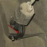 Для удобного доступа к шплинту, отламываем пластиковое ушко на датчике