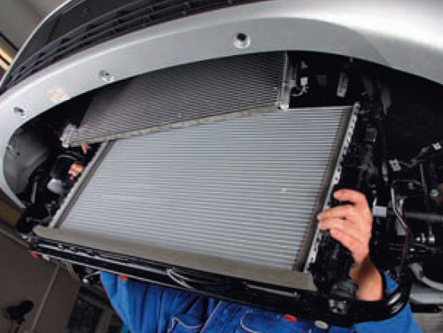 Радиатор охлаждения двигателя на Rover 45 (Ровер 45) RT.