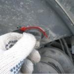 Меняем лампы в фаре головного света Ford Fiesta (MARK 6) (ближний дальний, габариты, указателей поворотов) и протвотуманных фарах