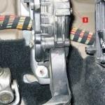 Меняем фильтр салона Форд Фиеста 5