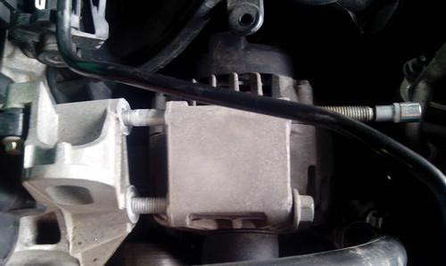 Как заменить ремень генератора на двигателе автомобиля Ford Fiesta (VI)